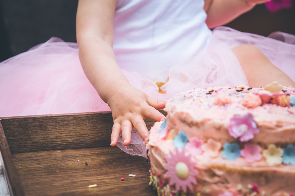 FLORRIE'S GARDEN CAKE SMASH   EVERYTHING PINK, FLORAL AND